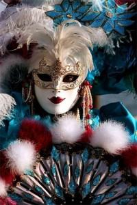 Venecianskie-karnavalnye-maski--eto-personazhi-italyanskoy-Komedii-del-Arte